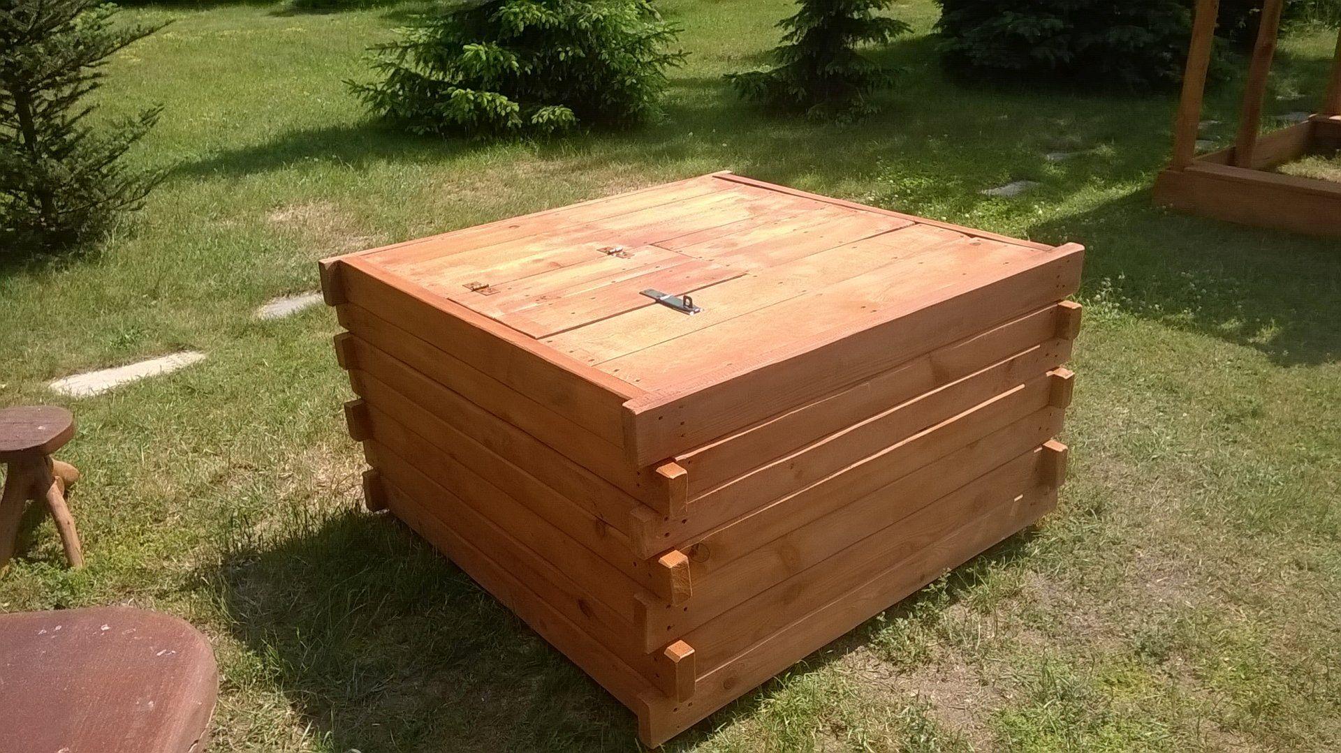 Drewniana obudowa studni