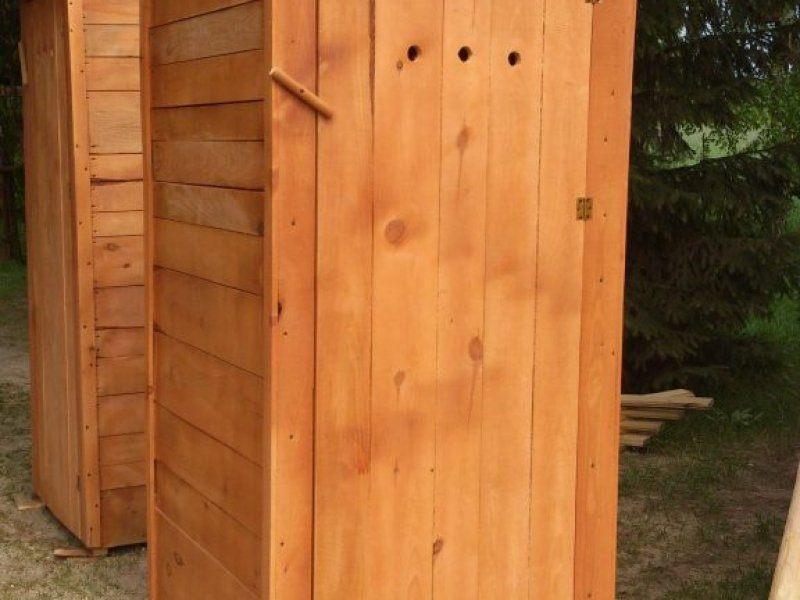 Sosnowa toaleta WC do twojego ogrodu